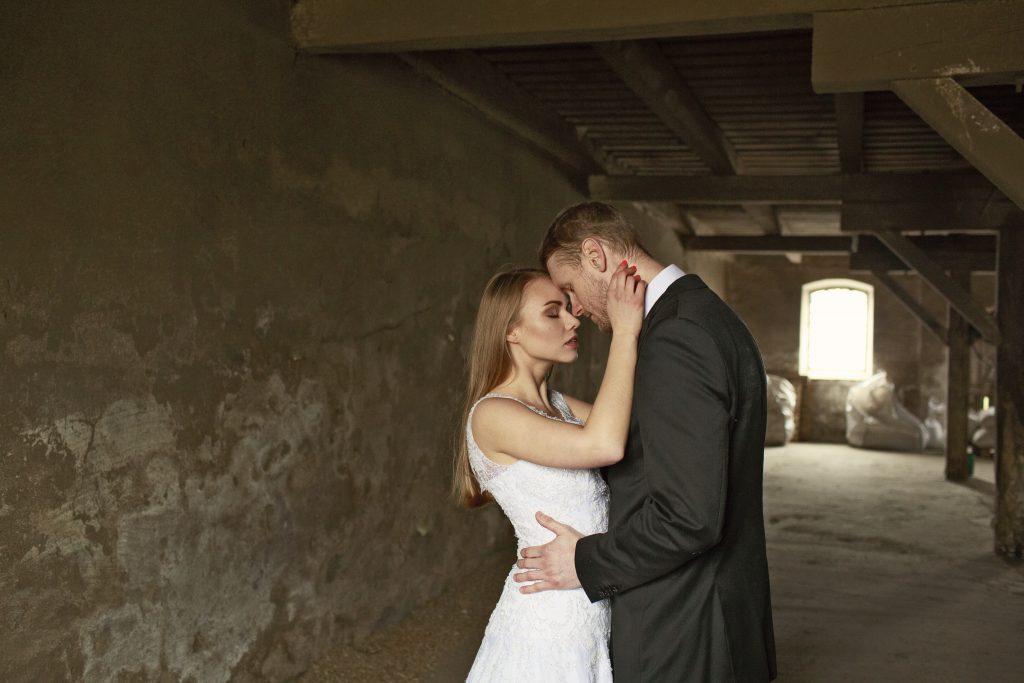 ślubne-ślub-plener-sesja-photo-zdjęcie-couple-para-wedding-photography-fotografia-love-miłość-dotyk